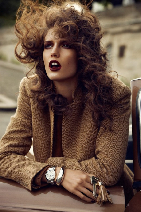 Vogue-Paris-November-2012-fashion-editorial-lheure-du-depart-model-Kendra-Spears-photographer-Lachlan-Bailey-watches-008-613x920